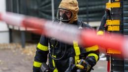 Vier Verletzte bei Brand – Lastwagen-Fahrer wird eingeklemmt und stirbt
