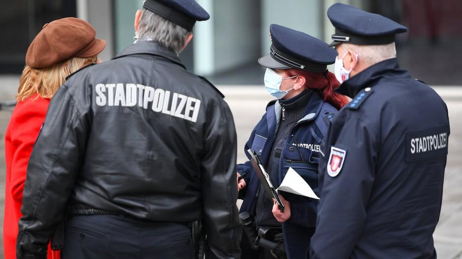 Schwierige Abwägung: Nicht alle Stadtpolizisten können auch verbeamtet werden (Symbolbild).