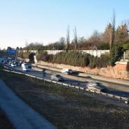 Deckel drauf: Die A661 verläuft zwischen Bornheim und Seckbach in einer Art Trog.