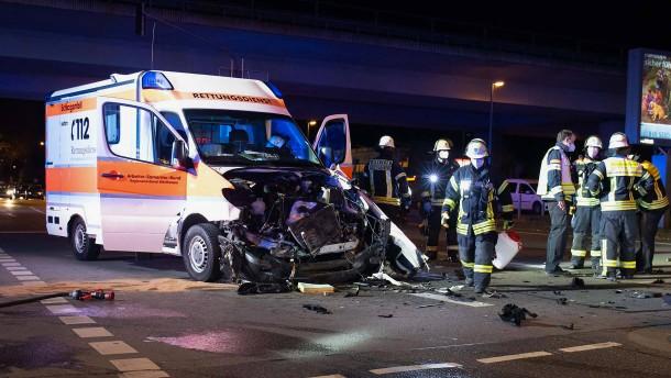 Schwerer Unfall mit Rettungswagen – Fußgänger stirbt in Egelsbach