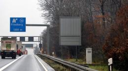 Sechs Schwerverletzte bei Unfällen auf A5 und in Wiesbaden – Kleintransporter angezündet