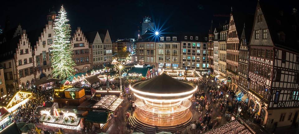 Stände Weihnachtsmarkt.Riesiger Baum 200 Stände Frankfurter Weihnachtsmarkt Eröffnet