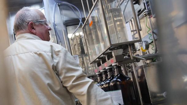Opel verschenkt Schutzmasken, Merck spendet Desinfektionsmittel