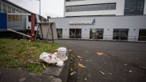 Großes Durcheinander: Auf dem Parkplatz dieses Schnellrestaurants in Offenbach ist am 15. November eine Frau aus Gelnhausen lebensbedrohlich verletzt worden.
