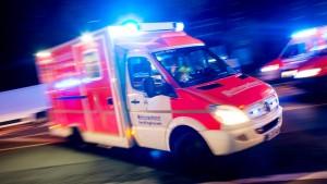 Fahrer stirbt in brennendem Auto