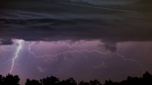Blitzschlag legt Bahnverkehr lahm