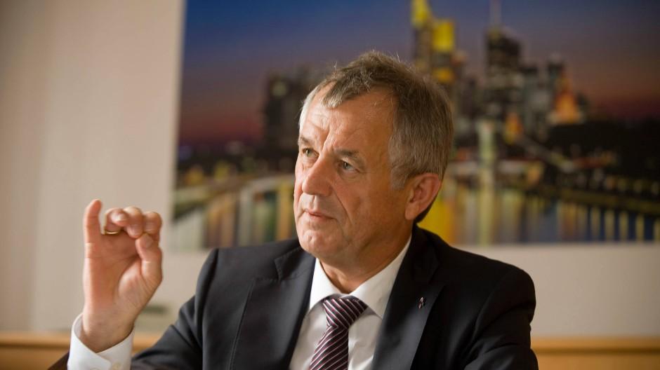 Beobachtet eine Enthemmung in der Gesellschaft:Polizeipräsident Gerhard Bereswill