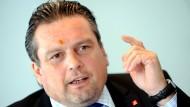 """""""Keinerlei Interesse und Problembewusstsein im hessischen Wirtschaftsministerium"""": IGM-Bezirkschef Armin Schild"""