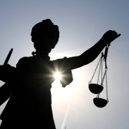 In die Kasse gegriffen: Das Landgericht Frankfurt hat ein Urteil gesprochen (Symbolbild).