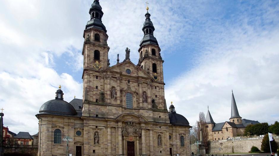Mitten im Hotspot: Der Dom zu Fulda – der Landkreis weist die höchste Inzidenz in Hessen auf