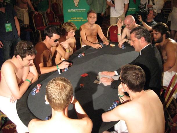 wie spiele ich strip-poker