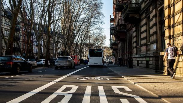 Reserviert für Busse und Radler