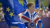 Teil von Europa: Junge mit Union Jack bei Pulse of Europe in Frankfurt