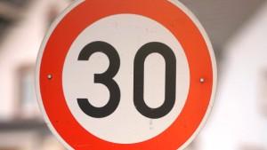 Tempo 30 vor Schulen wird oft ignoriert