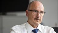 Hans-Dieter Wieden und seine Mitarbeiter haben oft nur vier Wochen, um Projekte des Magistrats auf Wirtschaftlichkeit, Bedarf und Alternative zu prüfen.