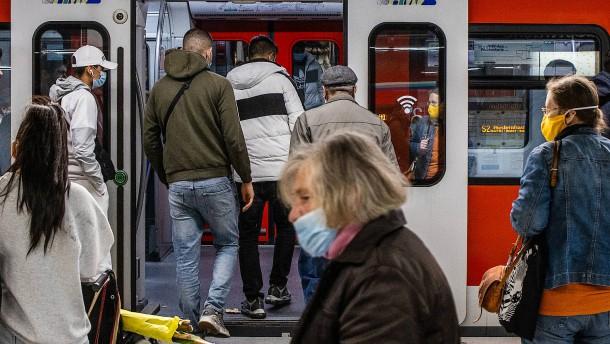 Frankfurt bleibt Hotspot, Wiesbaden verschärft Vorgaben