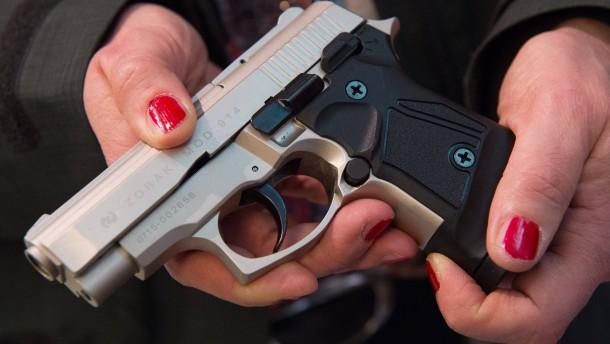 Jugendlicher feuert in Schule mit Schreckschusswaffe