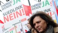 Dagegen: Bayerns Energieministerin Aigner (CSU) hört genau hin, was Volkes Stimme im Süden zu Suedlink meint