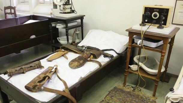 ausstellung im psychiatriemuseum mit foltermethoden therapieren rhein main faz. Black Bedroom Furniture Sets. Home Design Ideas