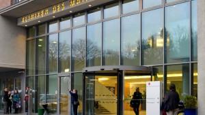 Kritik an unterschiedlicher Bezahlung in Kliniken
