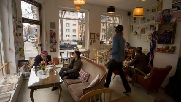 Cafészene in Mainz - Am Gartenfeldplatz in Mainz entsteht eine neue Cafékultur. Die Cafés Annabatterie und Bukafski haben kürzlich eröffnet, die Bagatelle ist schon lange vor Ort.