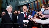 """Mit einer falschen Geschichte brachte er einmal den früheren Ministerpräsidenten Donald Tusk zu Fall. Mit ihm ist der Bock zum Gärtner geworden: Jacek Kurski zwingt als Intendant von """"Telewizja Polska"""" die öffentlichen Sender auf Regierungskurs."""