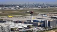"""Wegen des Vorwurfs von millionenschweren Schmiergeldzahlungen beim Ausbau des Flughafens stehen Makler von """"Cargo City Süd"""" derzeit vor Gericht."""