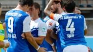 Nachspiel: Weil Fans beim Saisonauftakt gegen Sandhausen - hier ein Foto von der Partie - Toilettenpapier geworfen hatten, verhängte der DFB eine Geldbuße