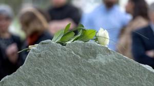 Uni weiht Gedenkstein für Tugçe ein