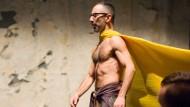 Trotzt der Windmaschine: Antony Rizzi bei der Probe zum neuen Stück im Frankfurter Mousonturm