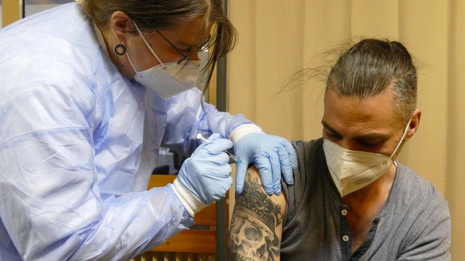 Stichhaltig: Dieser Obdachlose hat sich gegen Corona impfen lassen, in Hannover, wo es eine besondere Aktion gab