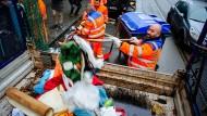 Putzaktion: Freiwillige räumen Unrat im Bahnhofsviertel von Frankfurt weg