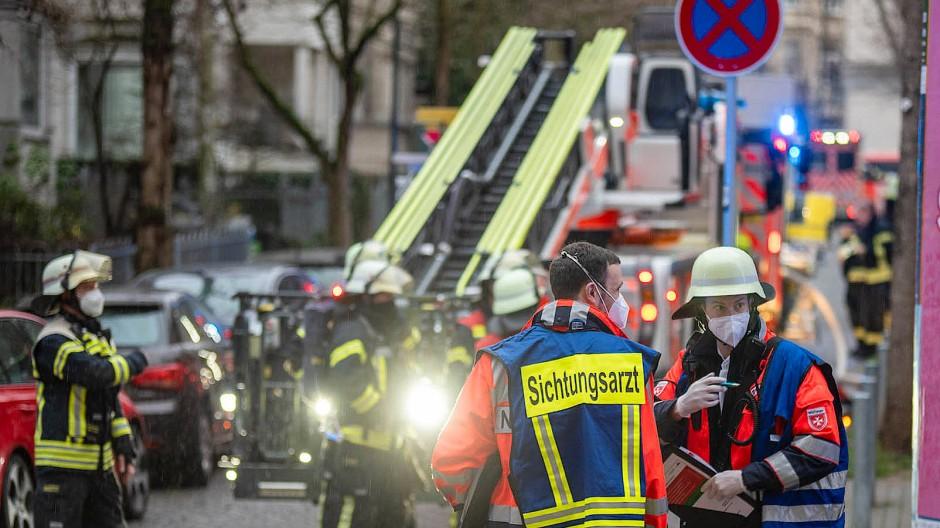 In Frankfurt rettete die Feuerwehr zehn Fahrgäste aus einer S-Bahn. (Symbolbild)