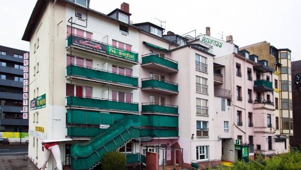 Sudfass -  Das Bordell steht vor dem Verkauf und dem Abriss. An seiner Stelle und auf dem angrenzenden Grundstück sollen Wohnungen errichtet werden.