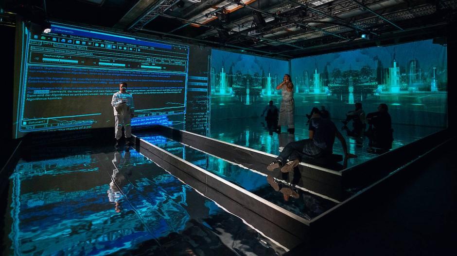 """Geschrieben vom Algorithmus, performt von echten Menschen: Live in der Centralstation Darmstadt und als Stream ist """"Prometheus unbound"""" zu sehen."""