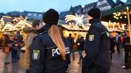 Alle Jahre wieder: Frankfurter Weihnachtsmarkt - Polizisten inklusive