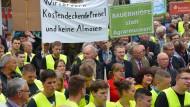 Bauernprotest: In Bad Hersfeld haben Bauern vor dem Rathaus demonstriert. Wichtiger Kritikpunkt ist der aktuelle Milchpreis.