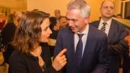 Klärungsbedarf: Zübeyde und Peter Feldmann am Abend der Wiederwahl des Oberbürgermeisters