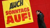 Streitthema Sonntagsöffnung: Nur die FDP spricht sich im hessischen Landtag für eine Liberalisierung der Regeln für verkaufsoffene Sonntage aus.