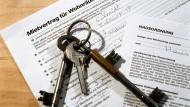 Vertraglich geregelt: Künftig darf eine Wohnung in Ballungsgebieten maximal zehn Prozent mehr als die ortsübliche Miete kosten.