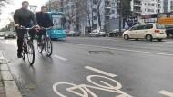 Rücktritt: Den neuen Radschutzstreifen auf der Mainzer Landstraße möchte die CDU überflüssig machen.