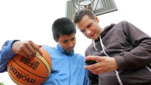Mit Emam zu KPMG und auf den Basketballplatz