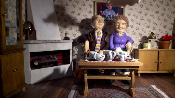 Die Welt in Klein - Unter diesem Motto zeigt Winfried Gärtner aus Hainburg seine selbstgebauten Puppenhäuser in einer Ausstellung im Rathaus-Foyer in Alzenau.