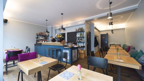 alma in frankfurt vinho verde und biofleisch. Black Bedroom Furniture Sets. Home Design Ideas