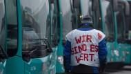 Frage der Wertschätzung: das Motto zum Streik, am Leib getragen in Frankfurt
