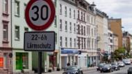 Frankfurter Verkehrsversuch hat gezeigt: Ein nächtliches Tempolimit von 30 Kilometern je Stunde führt zu einer spürbar geringeren Lärmbelastung