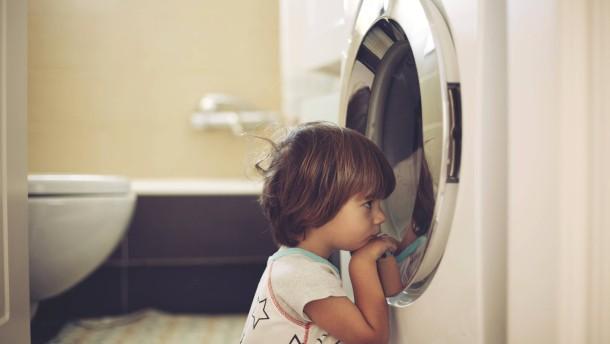 Rain Man vor der Waschmaschine