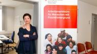 Offene Tür: Die studierte Philologin Susanne Wolf berät seit diesem Sommer bei der Frankfurter Arbeitsagentur Asylbewerber.