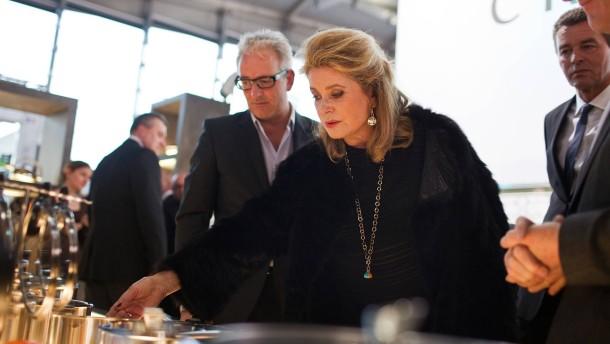 Catherine Deneuve - die französische Schauspielerin besucht die Ambiente in Frankfurt, auf der Frankreich Partnerland 2013 ist