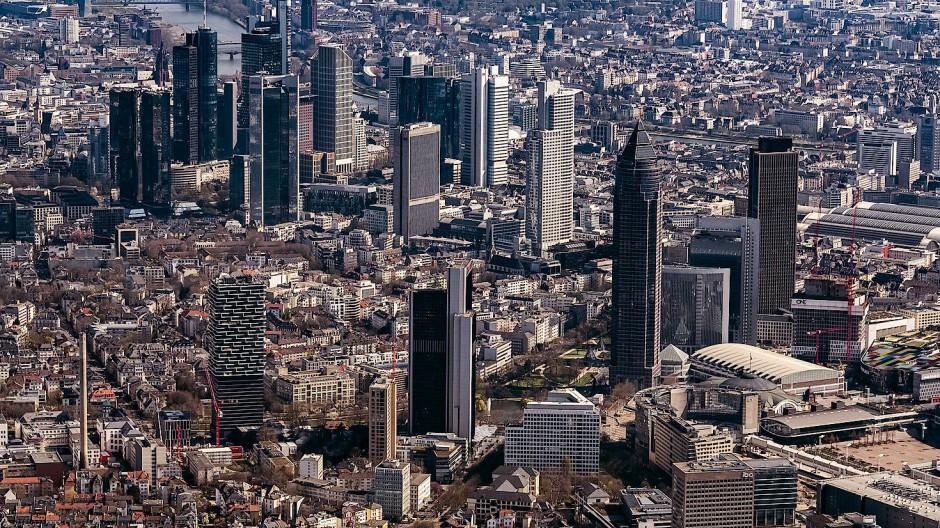 Herausragend: Der Finanzplatz Frankfurt beherbergt neben der Bundesbank und der EZB auch die Versicherungsaufsicht – und wirbt auch um die Behörde gegen Geldwäsche